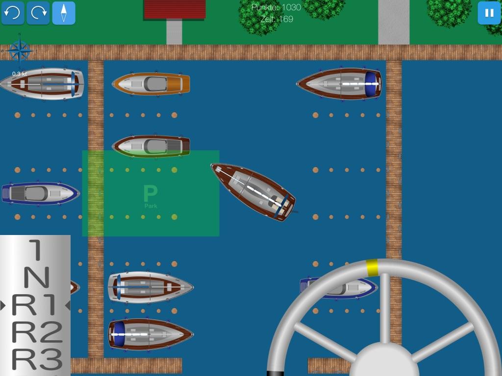 Screenshot zeigt Yacht beim Einparken in der Box